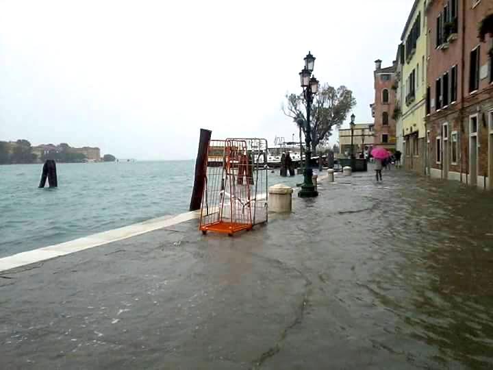 ベネチア 沈没